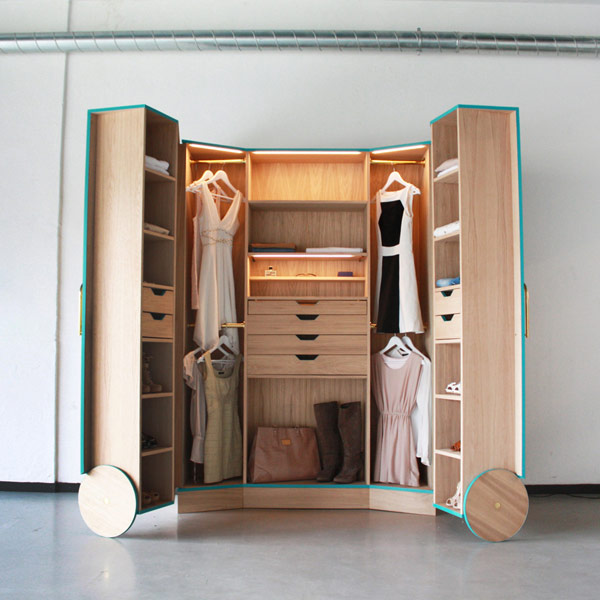 Image of: Cleverly Designed walk in closets