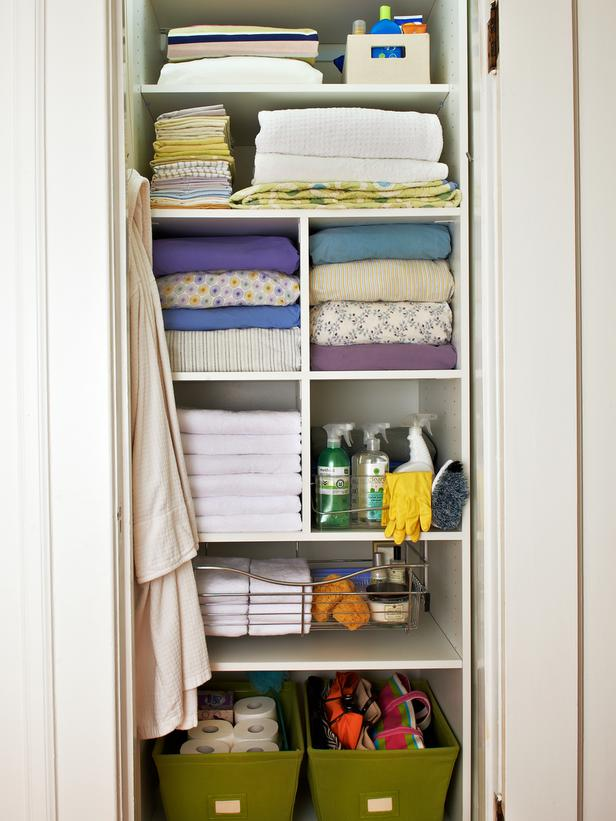 Image of: Closet organizing ideas small white