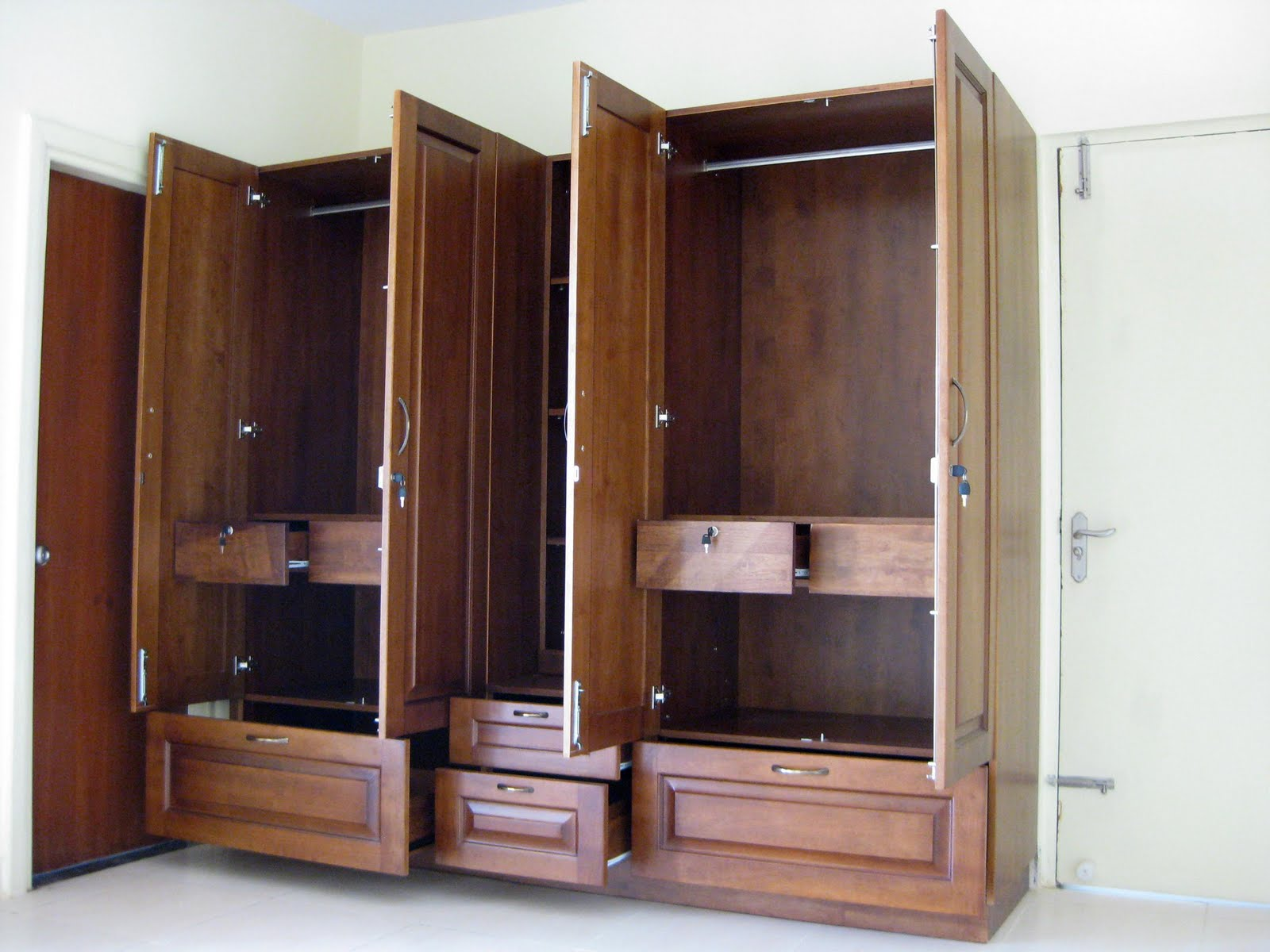 Picture of: Wardrobe with tall mirror