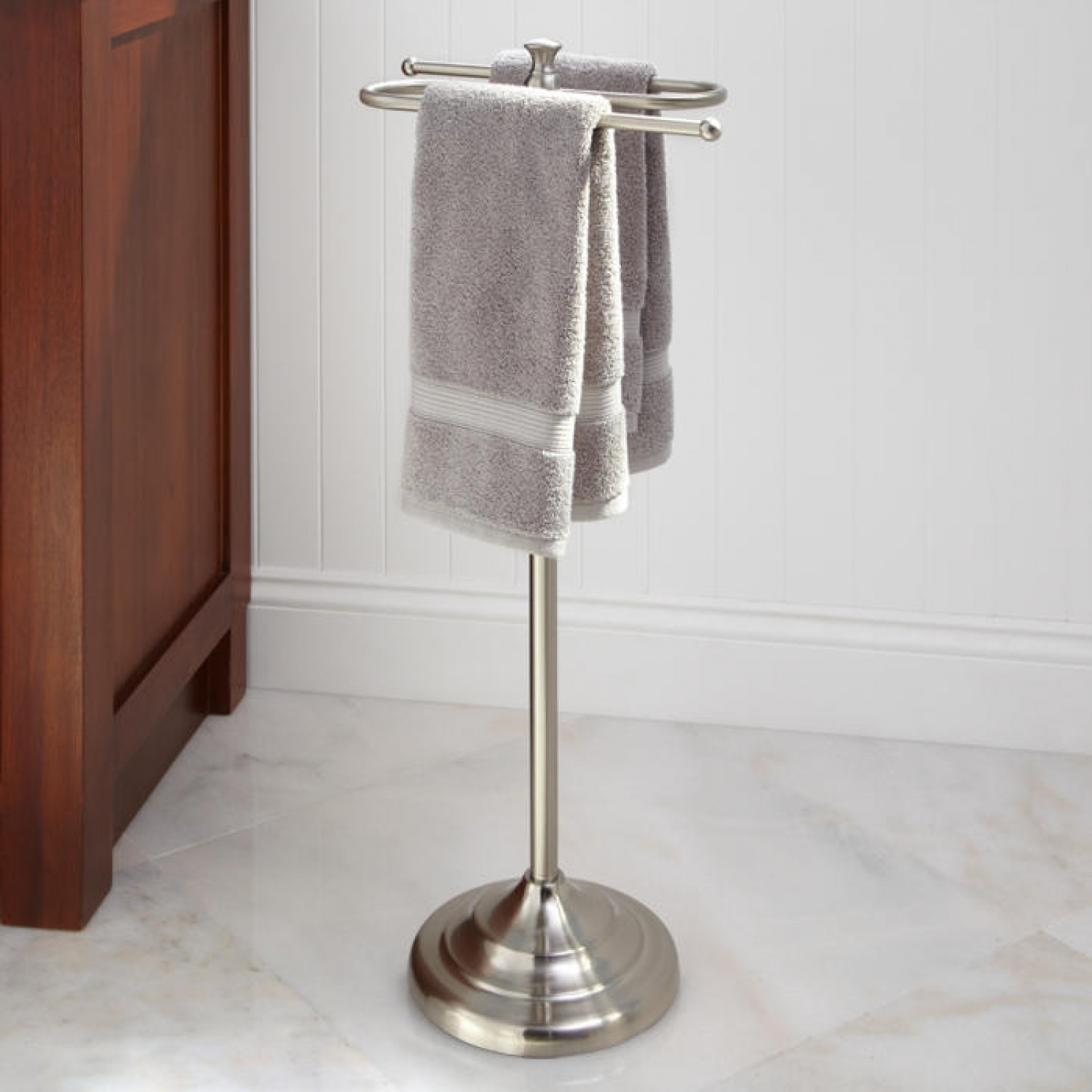 Image of: free standing towel rack ideas