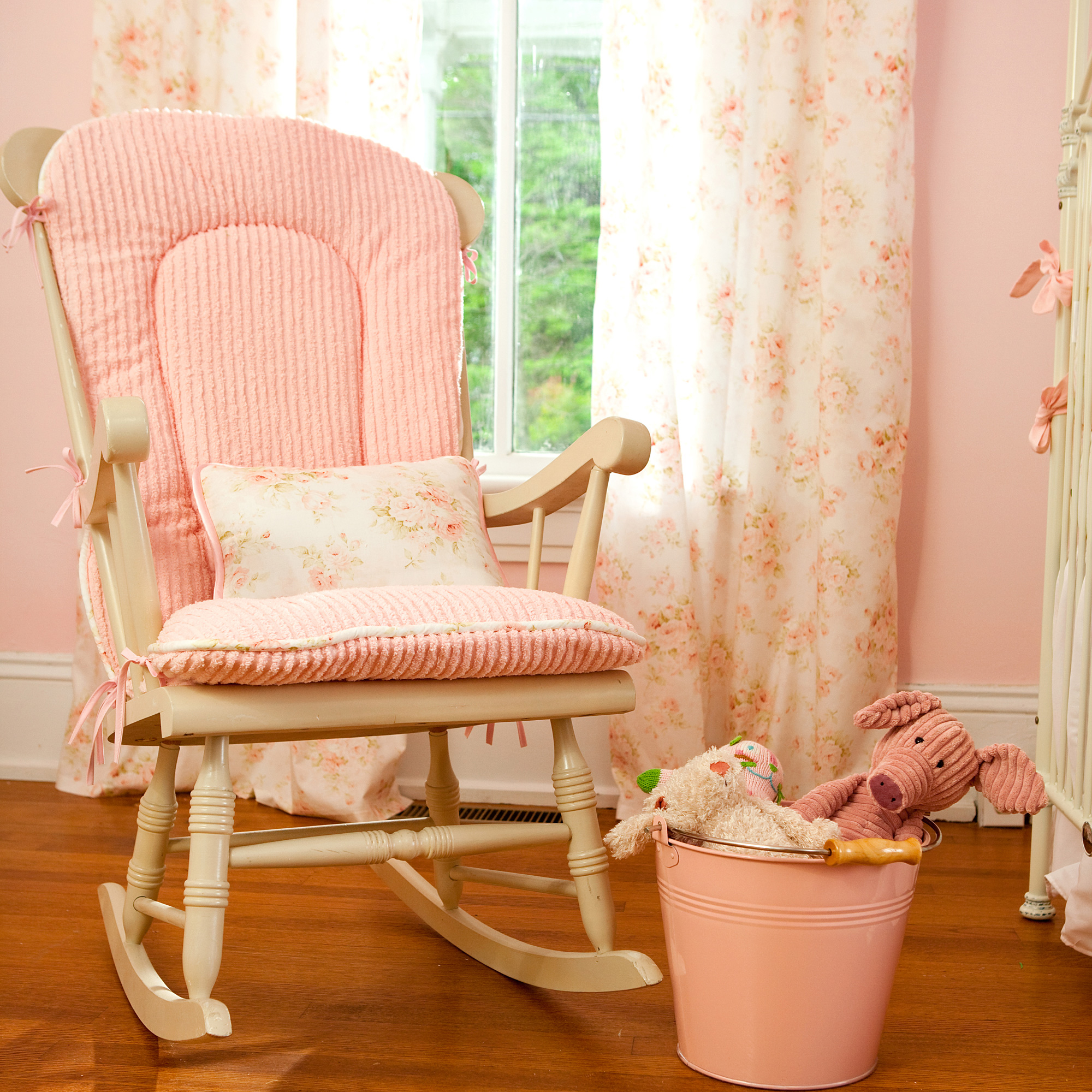 Image of: Baby Rocking Chair for Nursery