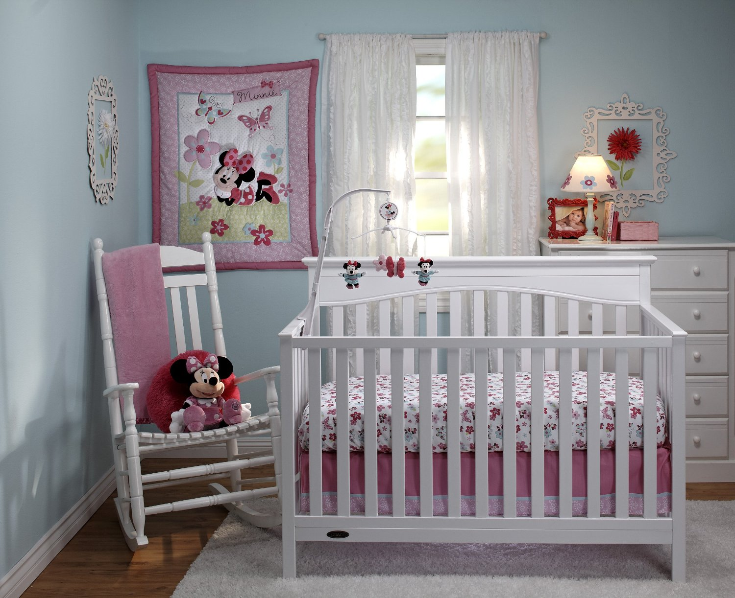 Picture of: Famous Minnie Mouse Nursery