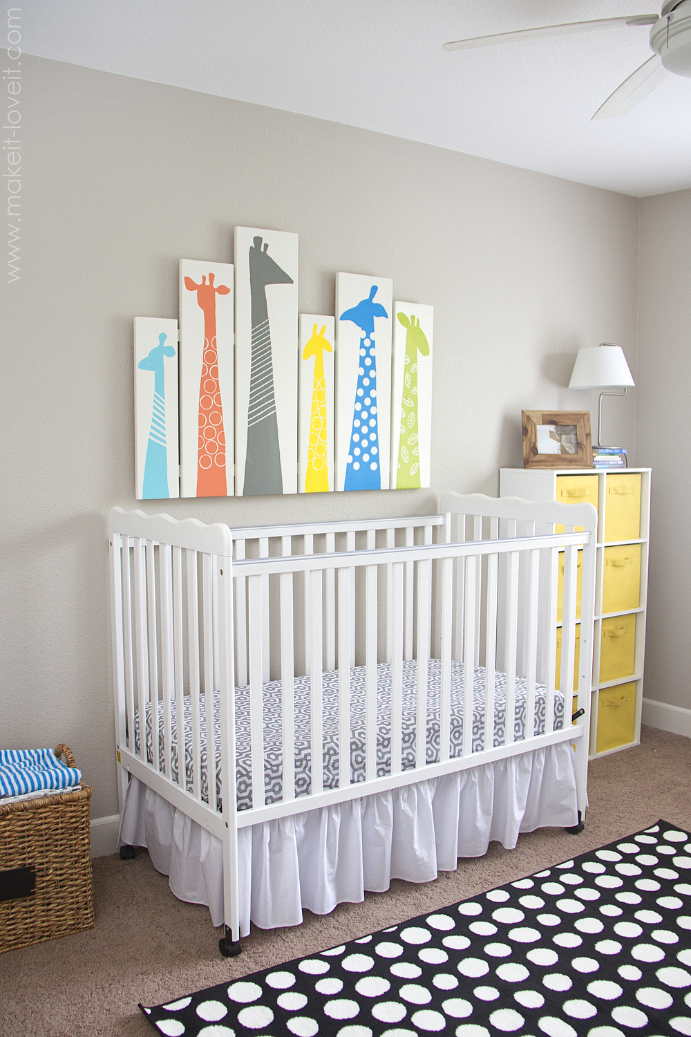 Image of: Giraffe Nursery Diy