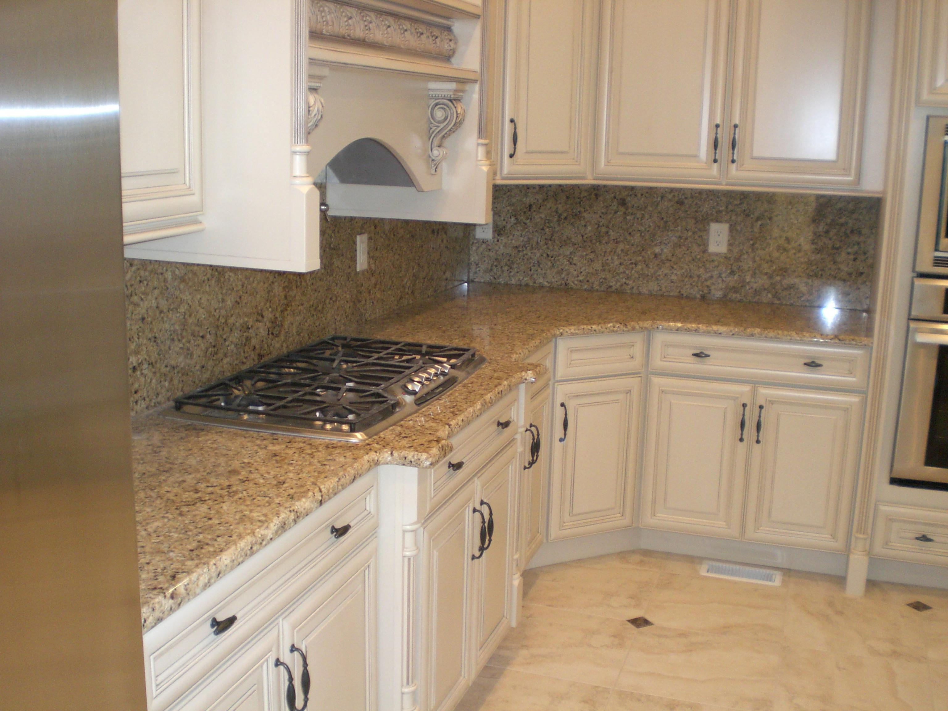 Image of: Venetian Gold Granite Backsplash Ideas
