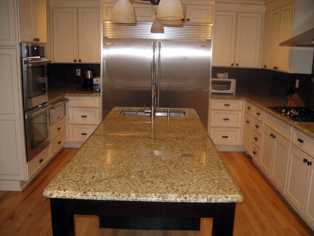 Image of: Venetian Gold Granite Countertops With White Cabinets