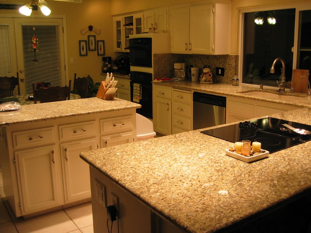 Image of: Venetian Gold Granite Tile Edge