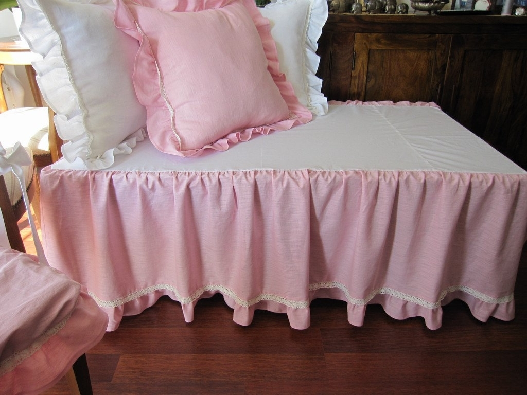 Image of: Dust Ruffles For Full Size Beds