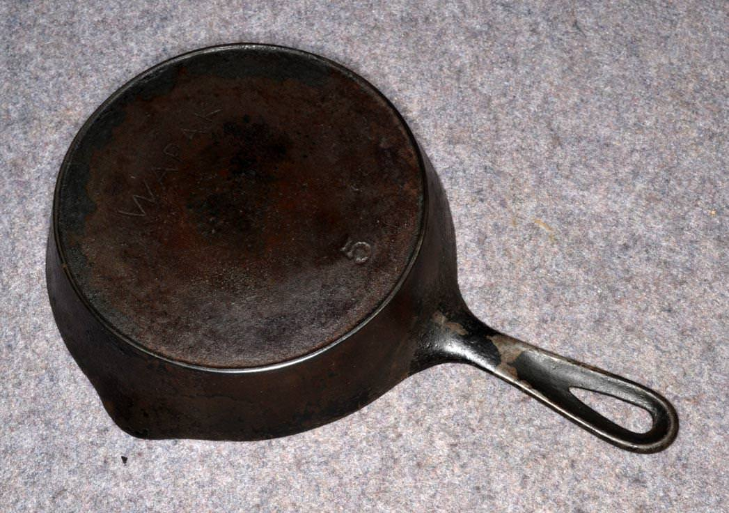 Picture of: Antique Cast Iron Skillet Brands