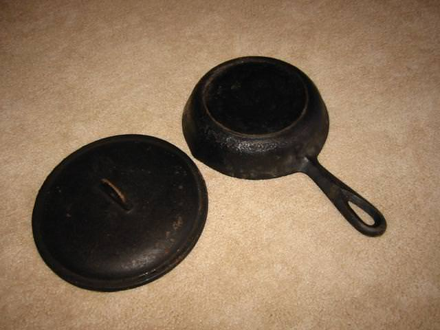 Image of: Antique Cast Iron Skillet Markings