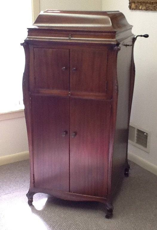 Image of: Antique Record Player And Cabinet