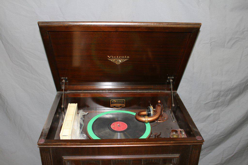 Image of: Antique Record Player Cabinet Value