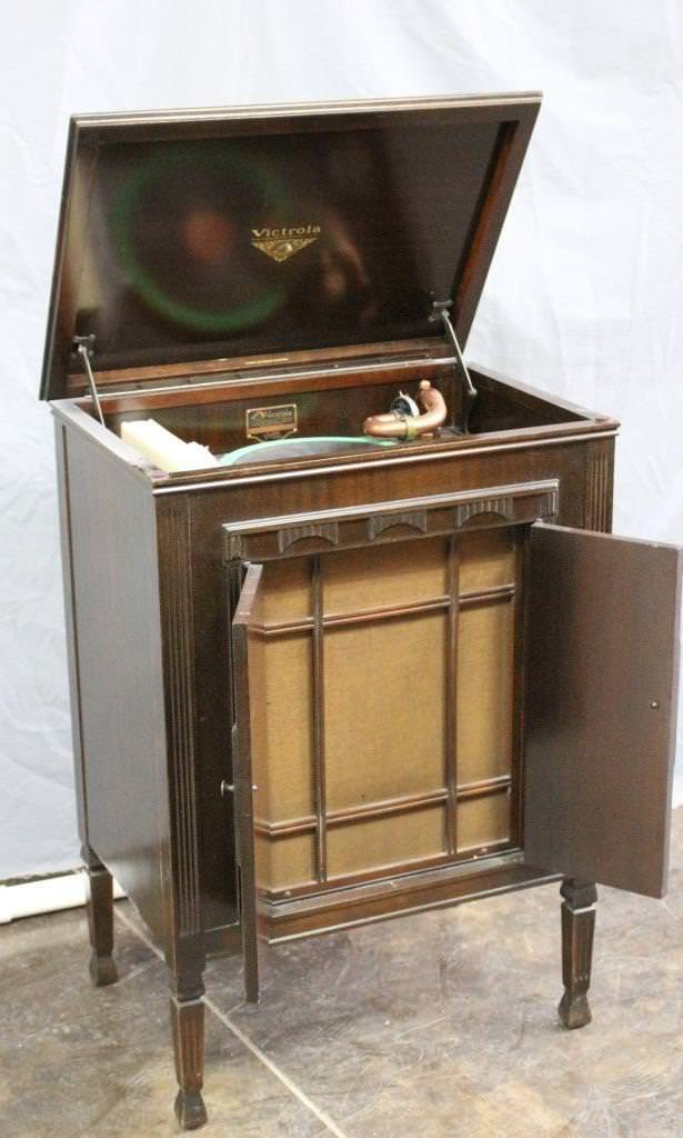 Image of: Antique Record Player With Horn
