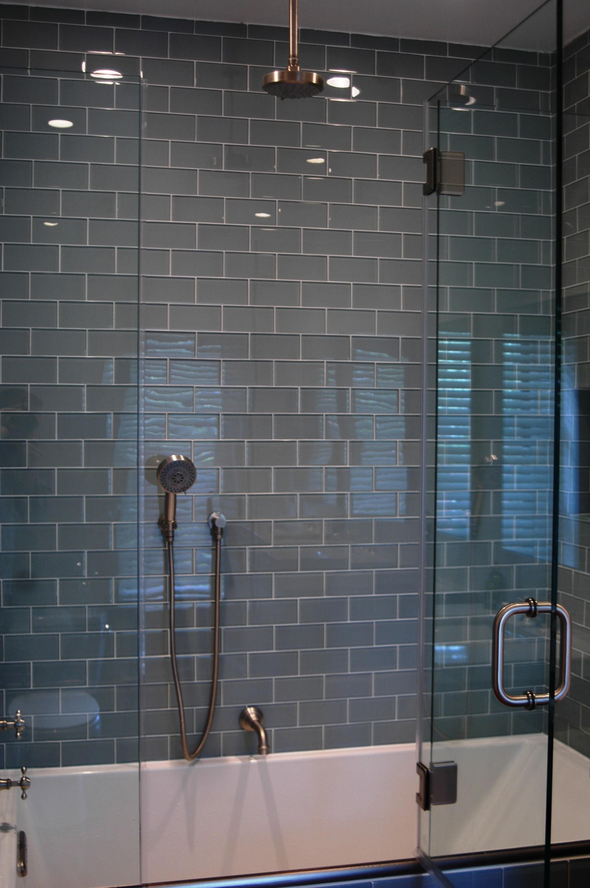 Image of: Glass Subway Tile Backsplash