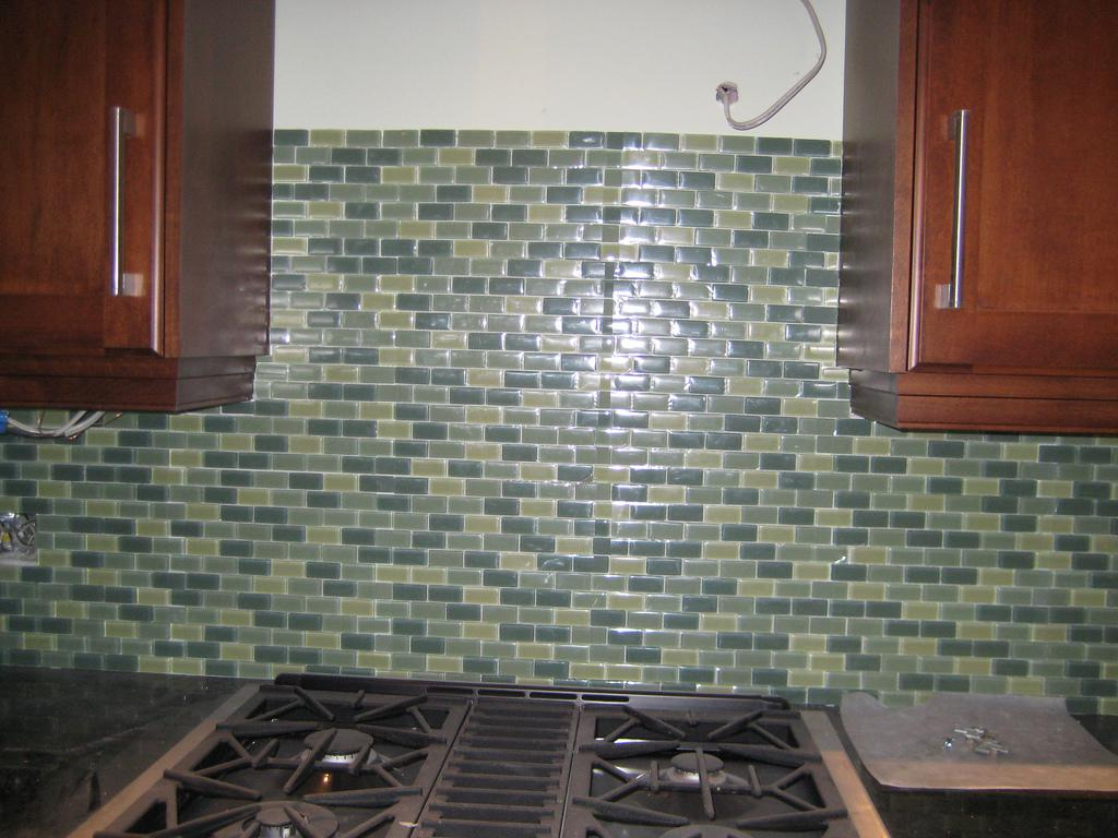 Image of: Glass Subway Tile Kitchen Backsplash