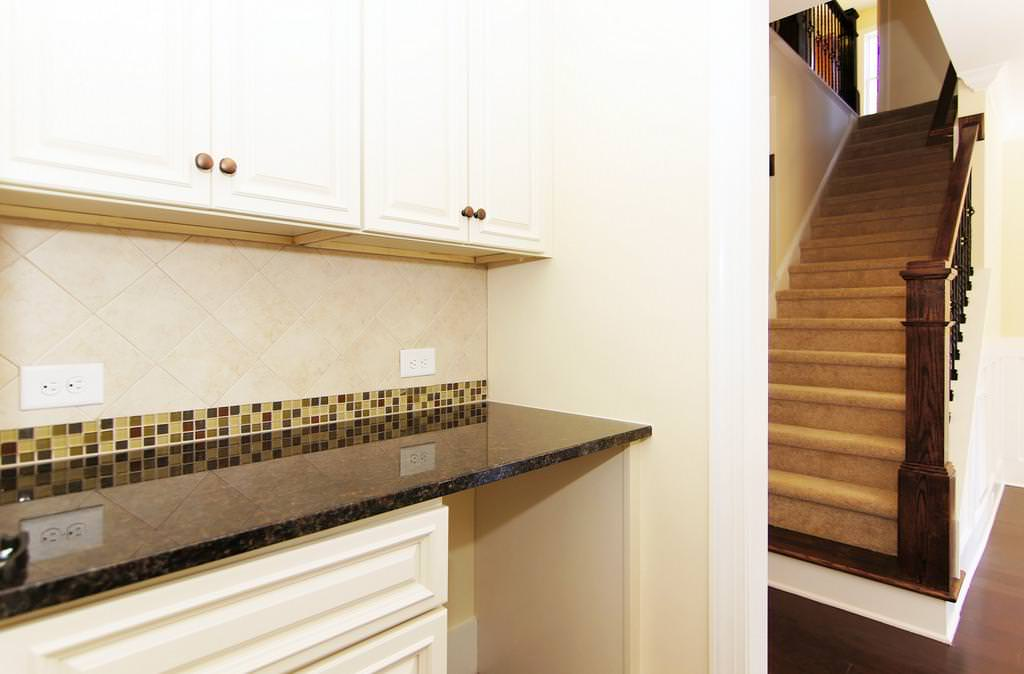 Image of: Luna Pearl Granite Backsplash