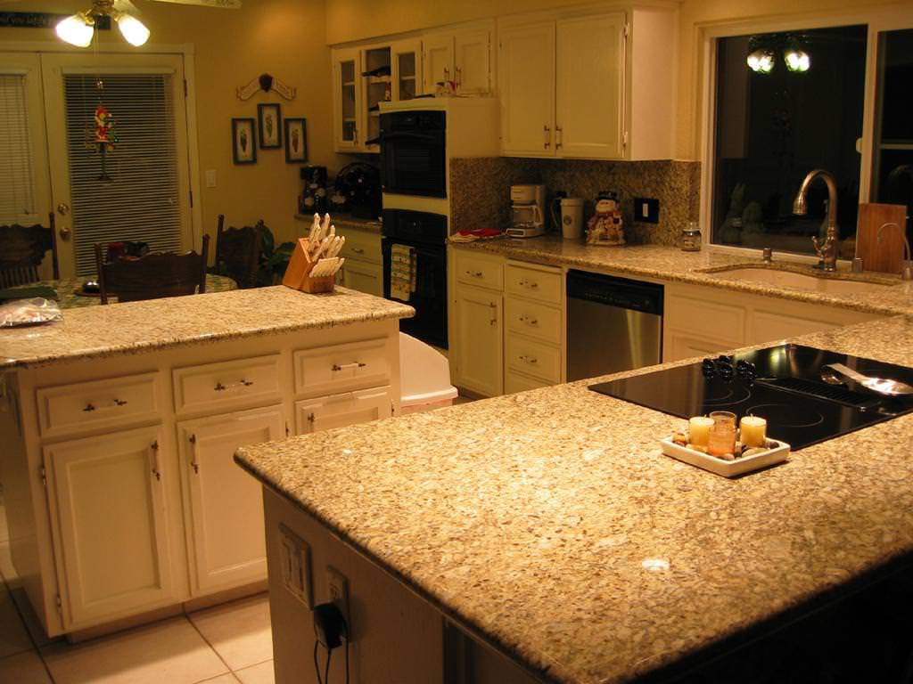 Image of: Venetian Gold Granite With Cherry Cabinets