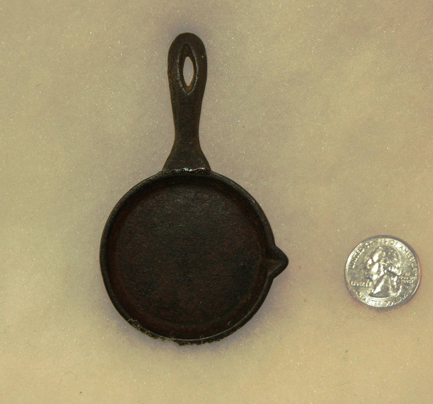 Picture of: Vintage Cast Iron Skillet For Sale
