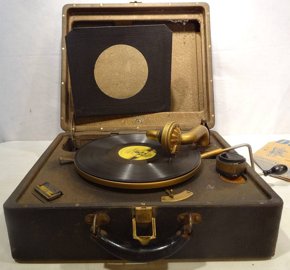 Image of: Vintage Record Player Appraisal