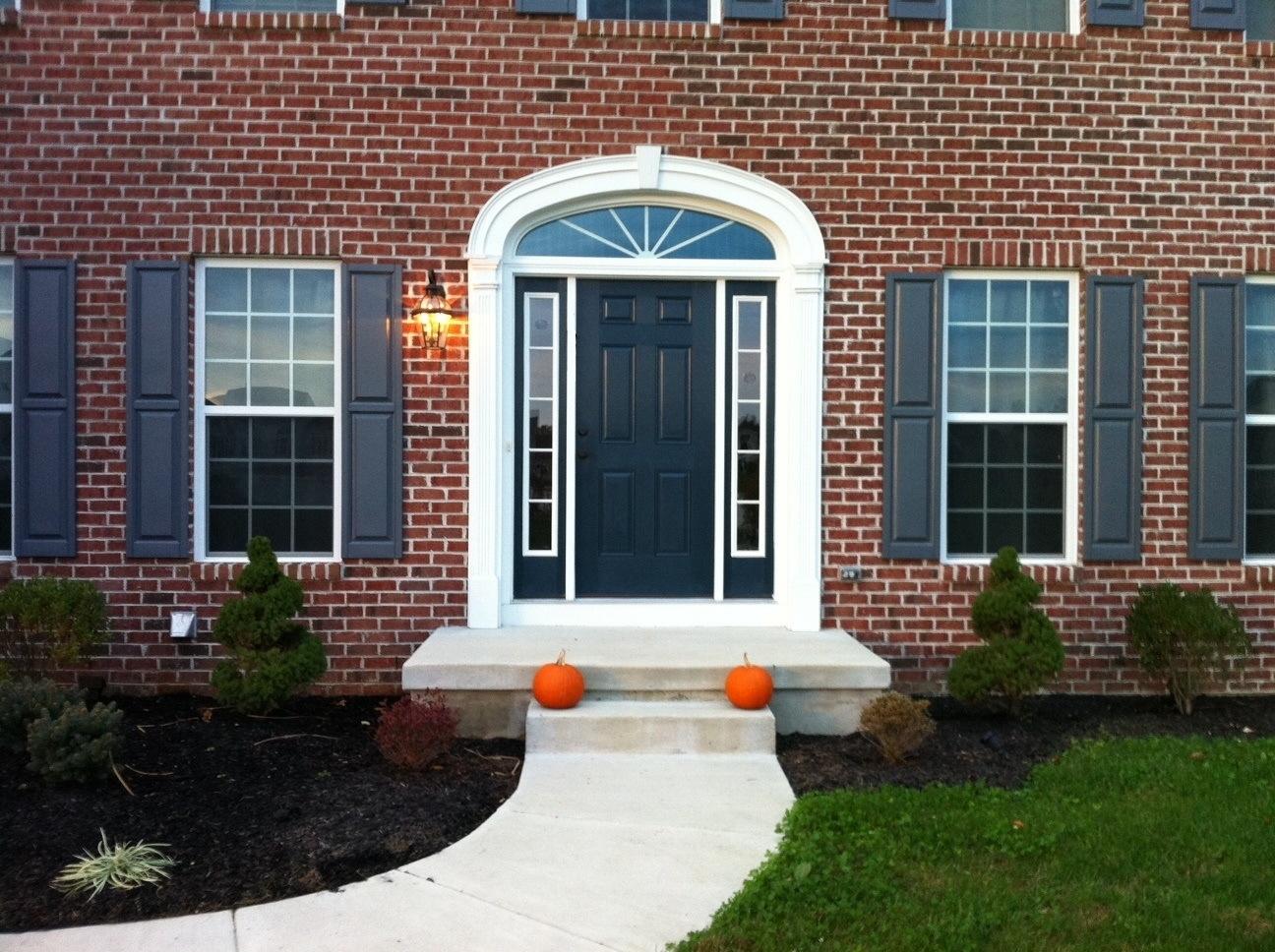 Picture of: Front Door With Sidelights And Transom
