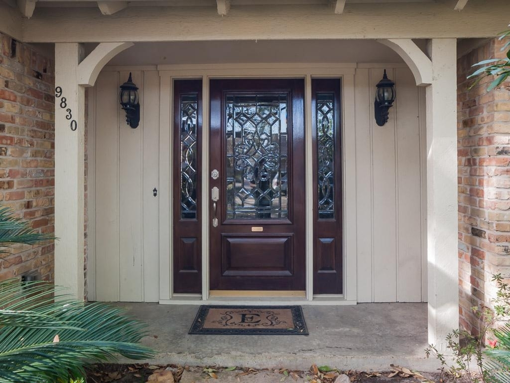 Picture of: Front Door With Sidelights Width