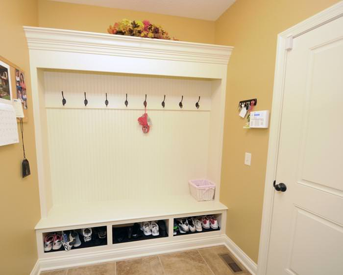 Image of: Entryway Bench With Hooks