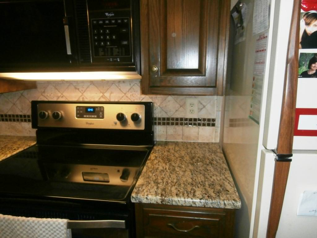 Image of: Santa Cecilia Gold Granite