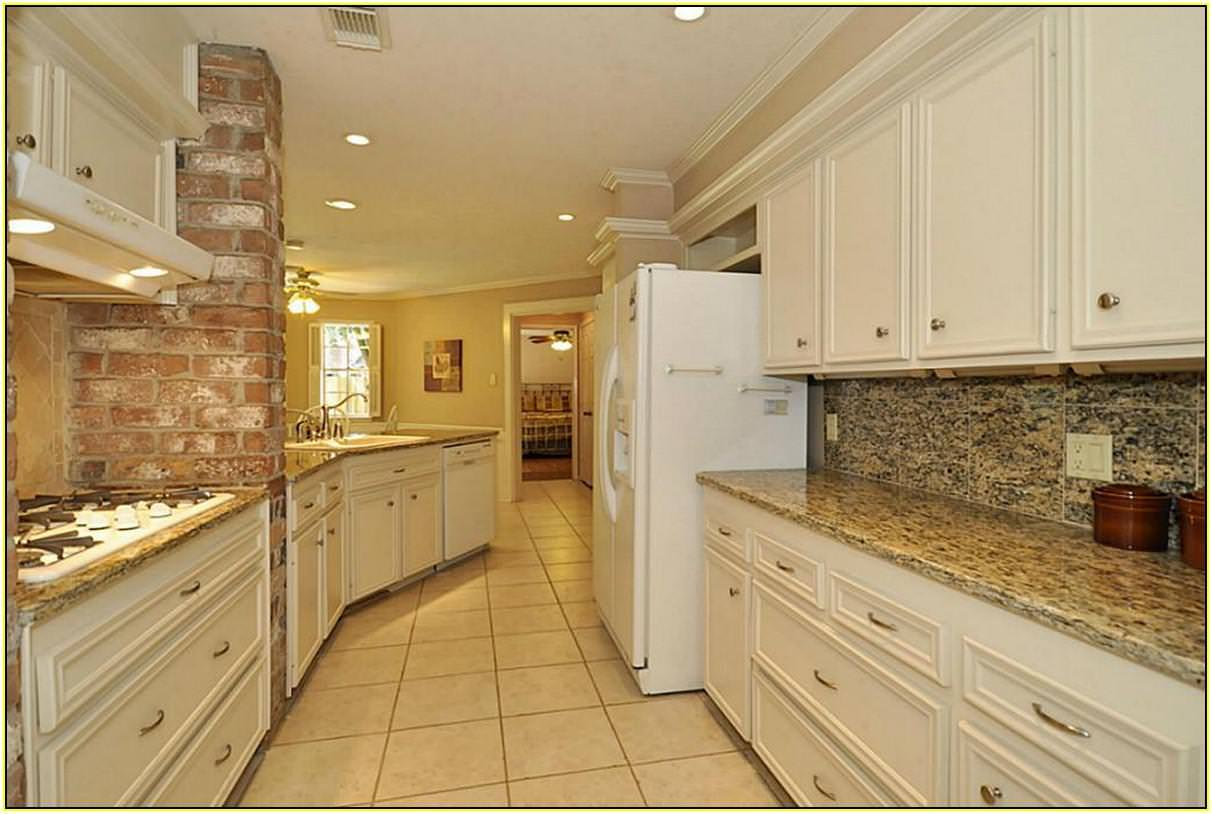 Image of: Santa Cecilia Granite Backsplash Ideas