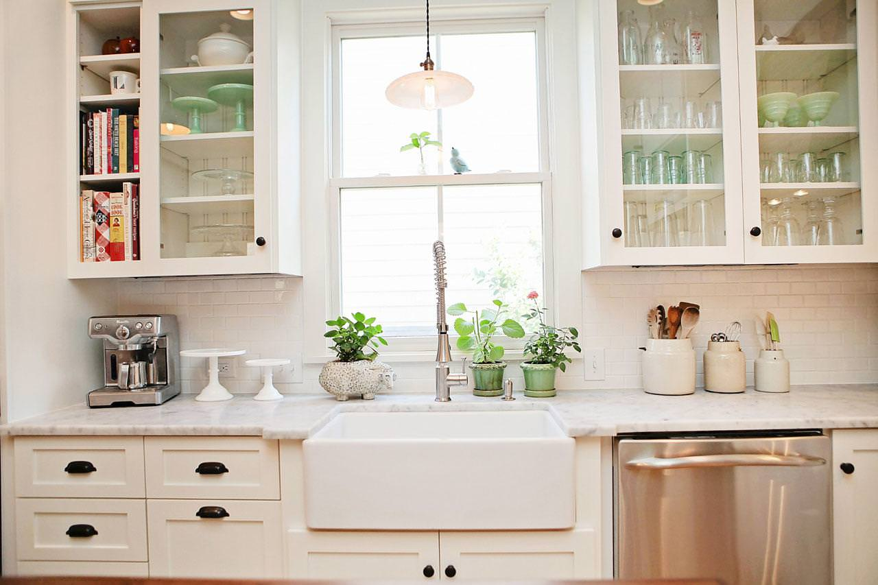 Picture of: White Farmhouse Sink
