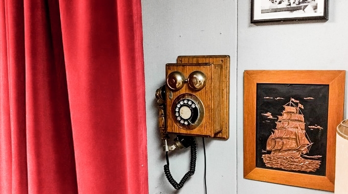 Image of: Antique Crank Phone