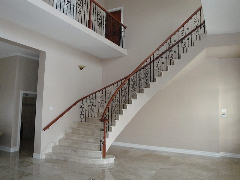 Iron Balusters Knee Wall
