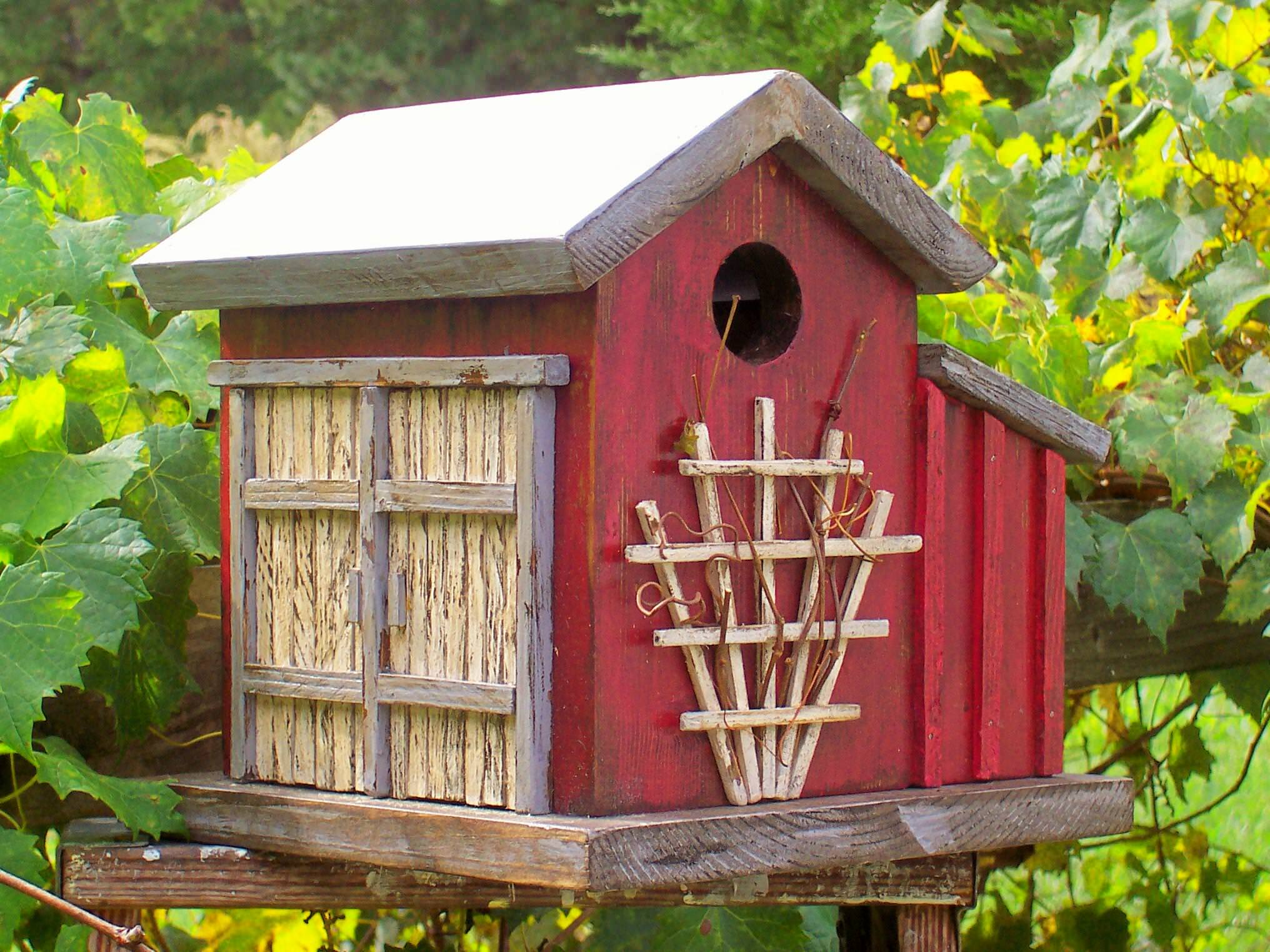 Image of: Antique Birdhouses