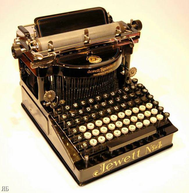 Picture of: Antique Typewriter 10