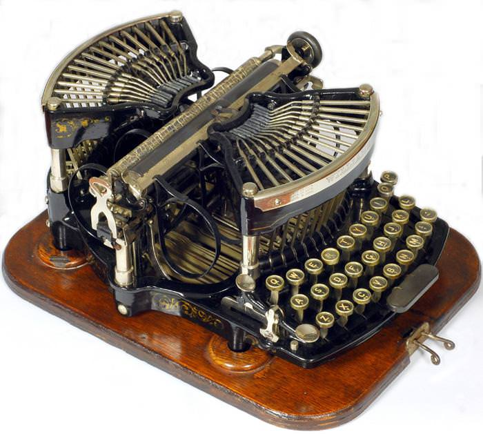 Picture of: Antique Underwood Typewriter