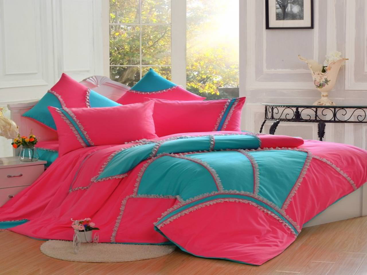 Image of: Pink And Aqua Bedding