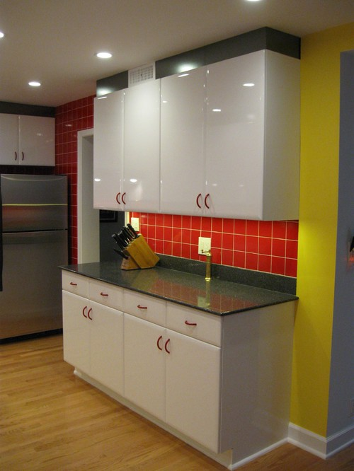 Picture of: Thermofoil cabinets kitchen