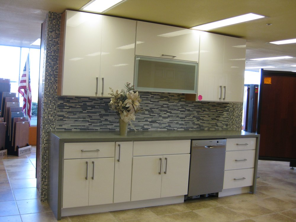 Picture of: Thermofoil cabinets white colors
