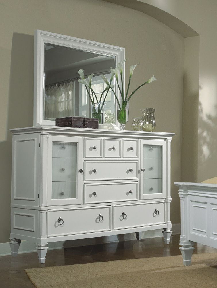 White Dresser with Mirror — OZ Visuals Design