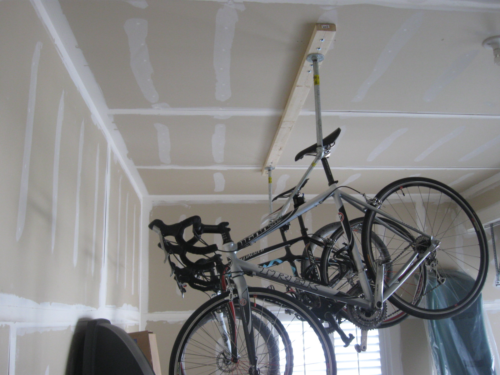 Image of: bike rack garage with hanging bikes