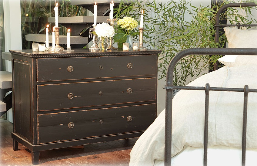 Picture of: distressed dresser