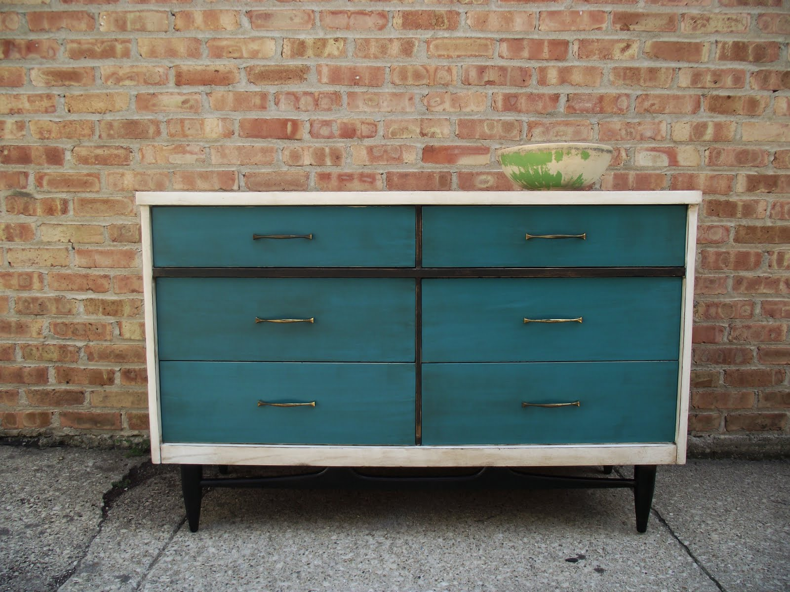 Picture of: vintage distressed dresser