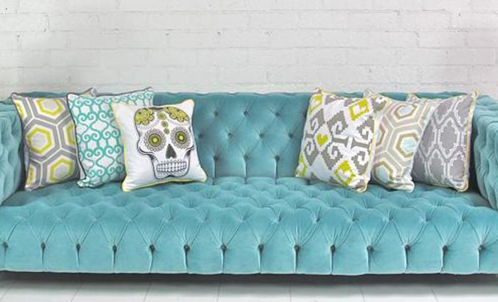 Image of: Affordable Tufted Velvet Sofa