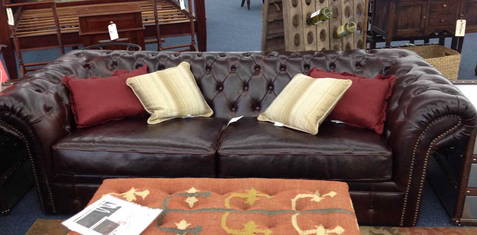 Image of: Big Tufted Leather Sofa Craigslist