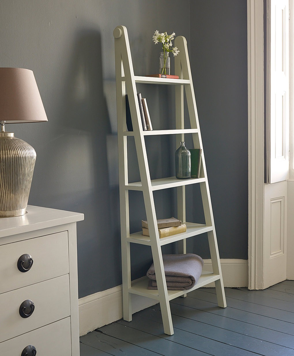 Image of: Ladder bookshelf elegant