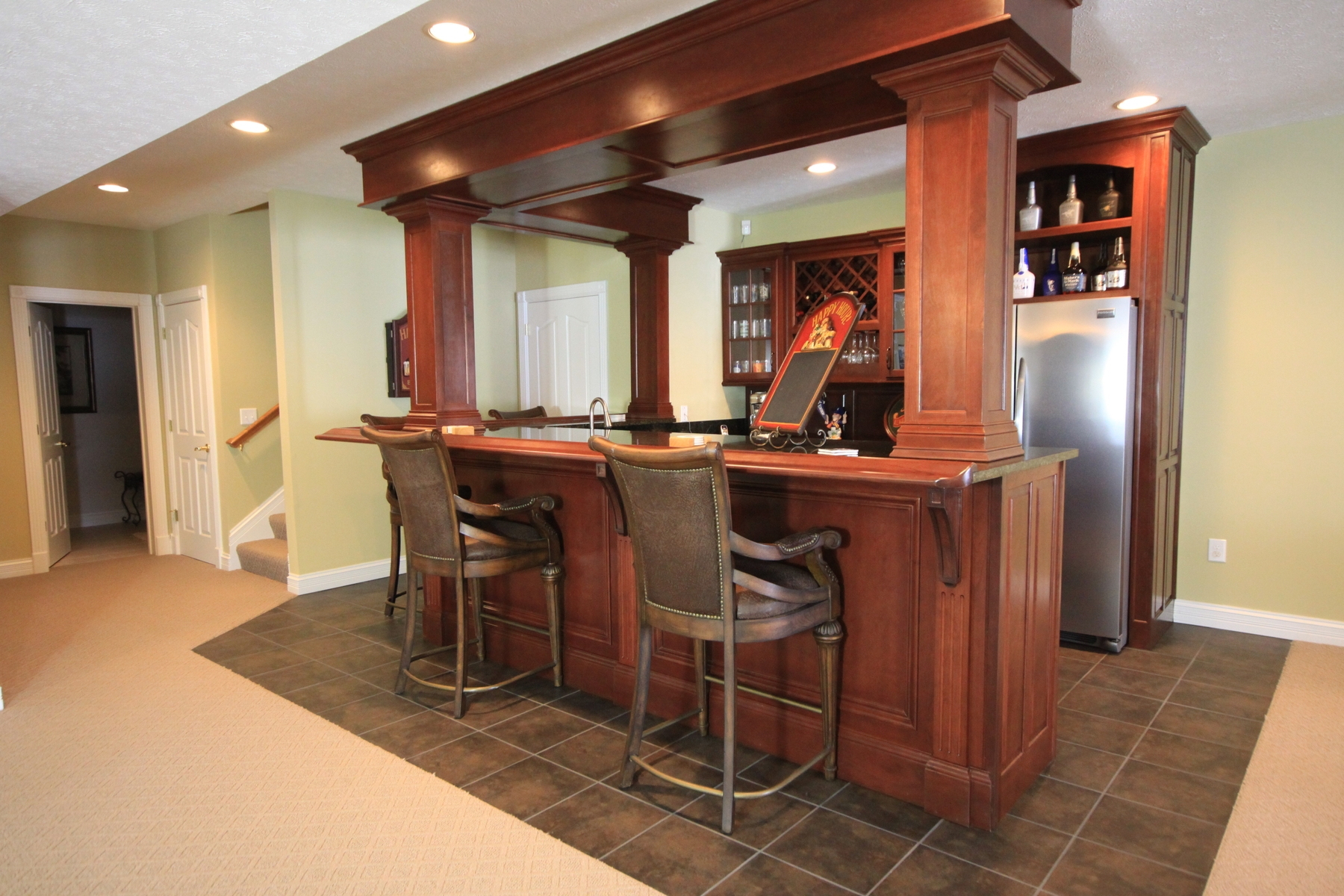 Picture of: Modern Wet Bar Cabinets