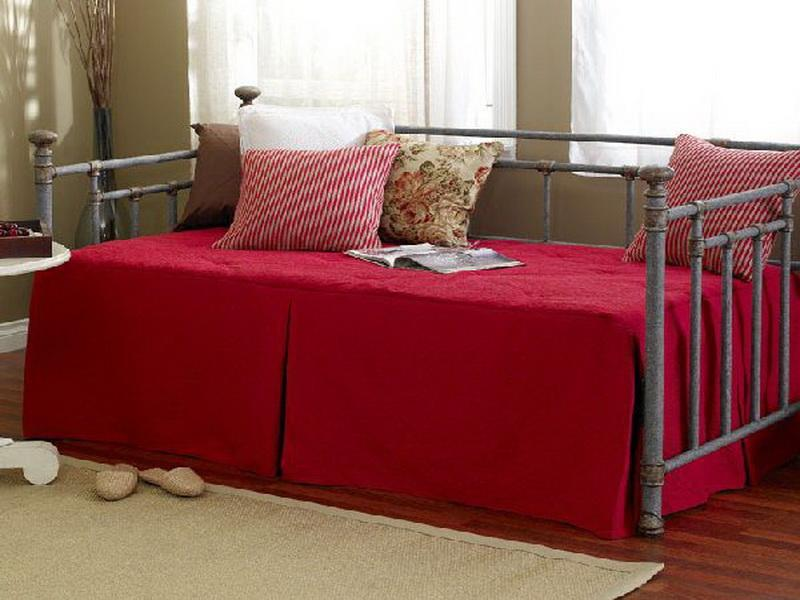 Red Queen Daybed