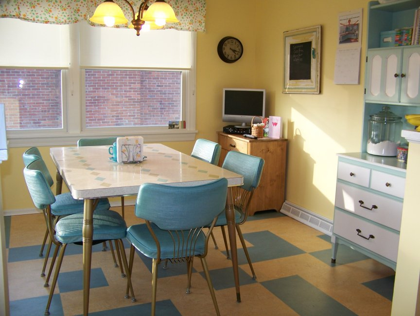 Image of: Latest Small Retro Kitchen Table
