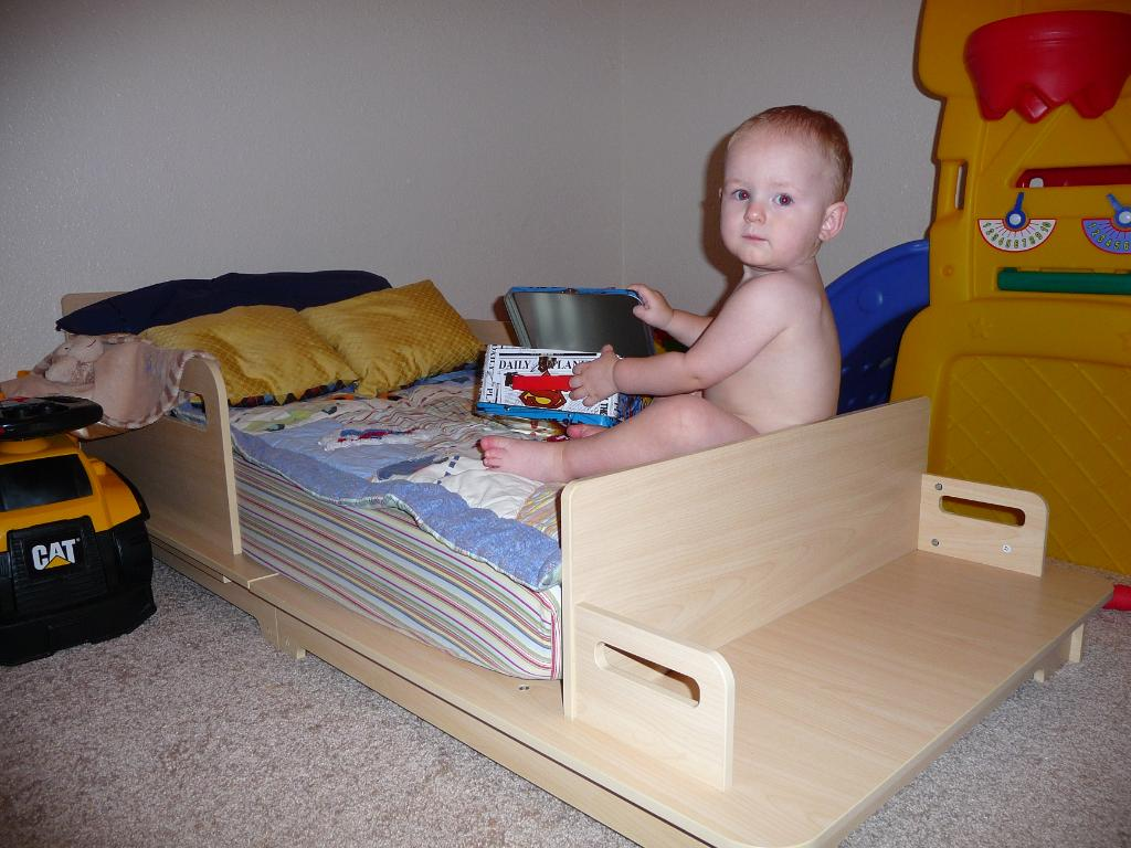 Image of: Unique Toddler Beds Photo