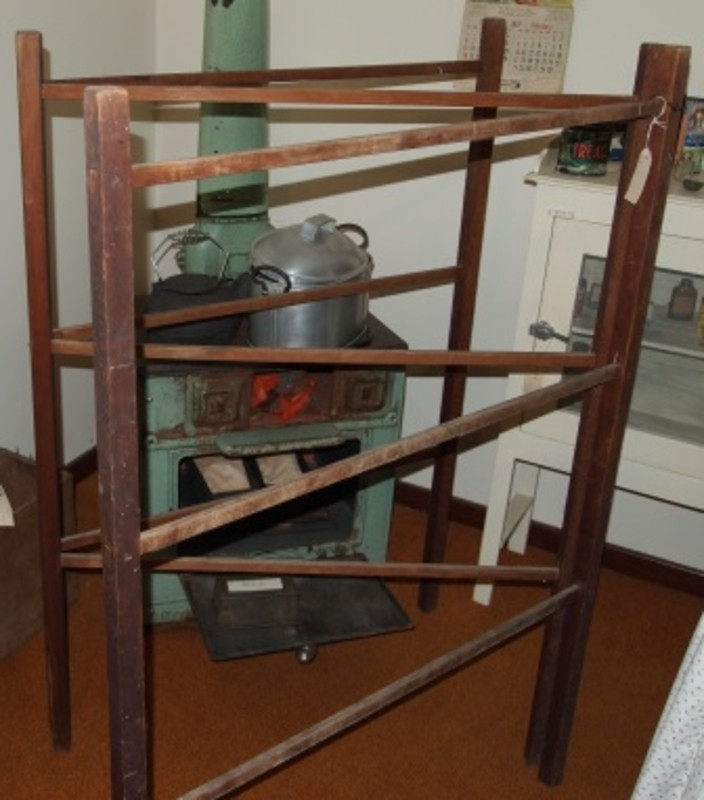 Image of: Useful Wooden clothes drying racks
