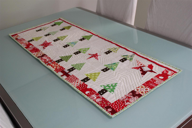 Picture of: christmas table runner ideas image
