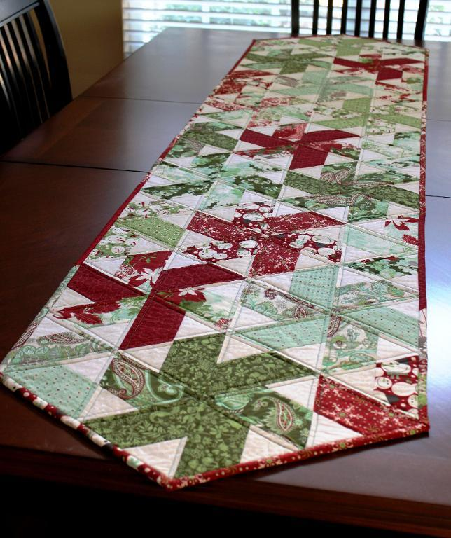 Image of: Trend christmas table runner ideas